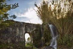 Заход солнца на мост-водоводе Стоковые Фотографии RF