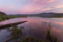 Заход солнца на озере и горах Стоковые Изображения RF