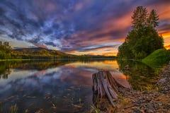 Заход солнца на озере ольшаник Стоковое Изображение RF