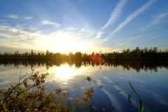 Заход солнца на озере стоковые фотографии rf