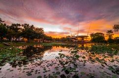 Заход солнца на озере cyberjaya Стоковое фото RF