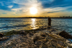 Заход солнца на озере Kansas City Стоковые Фотографии RF