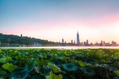 Заход солнца на озере Xuanwu Стоковое Изображение