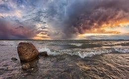 Заход солнца над озером Стоковые Фотографии RF