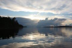 Заход солнца над озером Стоковое Фото