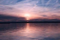 Заход солнца над озером balaton Оно одно из самых больших озер внутри стоковые изображения