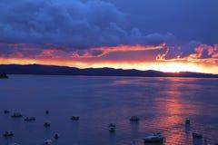 Заход солнца над озером Titicaca стоковое изображение