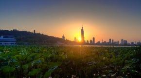 Заход солнца над озером Xuanwu Стоковые Изображения
