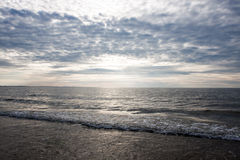 Заход солнца над океаном/морем Стоковое Изображение RF