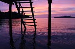 Заход солнца на острове Киева животиков Koh снизу террасы стоковая фотография