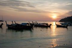 Заход солнца на острове Tarutao, Таиланде Стоковая Фотография RF