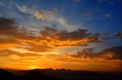 Заход солнца на доломитах стоковое изображение rf