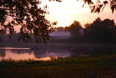 Заход солнца над парком города Стоковые Изображения