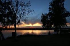 заход солнца над перепадом Стоковые Фото