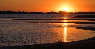 Заход солнца на побережье озера Стоковое Фото
