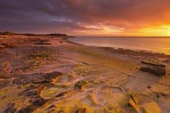 Заход солнца на побережье ряда NP накидки, западной Австралии Стоковые Фотографии RF