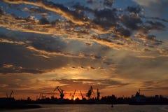 Заход солнца на порте Стоковое Изображение