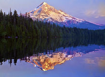 Заход солнца на потерянном озере Орегоне стоковое фото rf