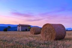 Заход солнца над полем фермы с связками сена около Sault Стоковое фото RF