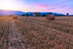 Заход солнца над полем фермы с связками сена около Sault Стоковая Фотография RF