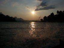 Заход солнца на пресноводном озере, запруда Rajjaprabha Стоковое фото RF