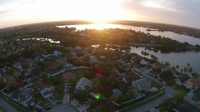 Заход солнца над пригородными домами Стоковое Изображение