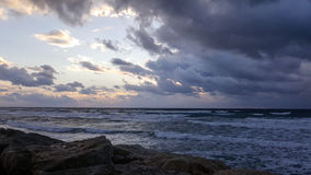 Заход солнца, на прогулке Средиземного моря, зима, Хайфа, Израиль Стоковая Фотография