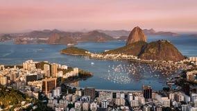 Заход солнца над промежутком времени Рио-де-Жанейро Moving