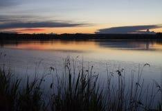 Заход солнца над прудом Стоковые Изображения