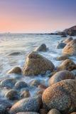 Заход солнца на пляже валуна Стоковые Изображения RF