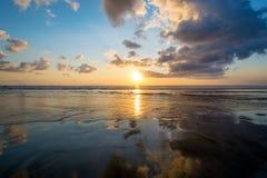 Заход солнца на пляже в Бали Стоковое Изображение