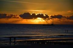 Заход солнца на пляже в Vlissingen, Nederland Стоковое Изображение RF