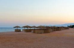 Заход солнца на пляже гостиницы в Египте Стоковые Фотографии RF