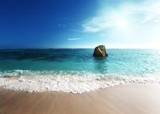 Заход солнца на пляже, источник d'Argent, остров Anse Digue Ла Стоковая Фотография