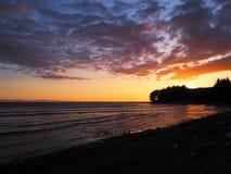 Заход солнца на пляже обозревая пролив Хуана De Fuca стоковое фото rf