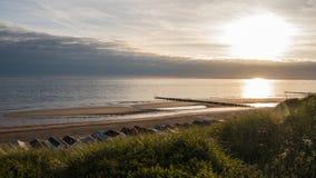 Заход солнца на пляже, съемка от dike Стоковое Изображение RF