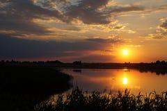 Заход солнца на пляже с красивым небом Стоковое фото RF