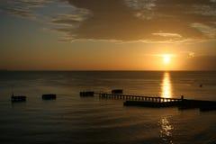 Заход солнца на пляже шлюпок аварии Стоковые Фото