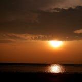 Заход солнца на пляже Стоковое Изображение