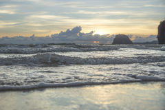 Заход солнца на пляже Charlies, Koh Mook, Таиланде Стоковая Фотография RF