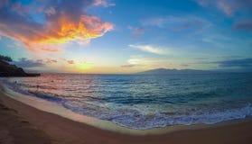 Заход солнца на пляже Kaanapali, Мауи, HI Стоковое Изображение