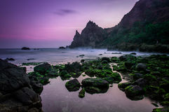 Заход солнца на пляже lumbung Watu Стоковые Фото