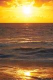 Заход солнца на пляже Mai Khao в Пхукете Стоковое Изображение RF