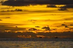 Заход солнца на пляже Patong, Пхукете, Таиланде Стоковая Фотография RF