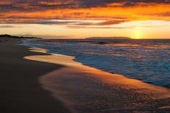 Заход солнца на пляже Polihale на Кауаи, Гаваи Стоковое Изображение