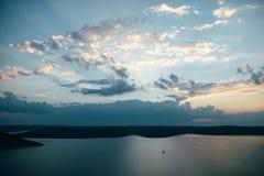 Заход солнца на резервуаре Bakota Dnister реки, Украине Стоковые Изображения
