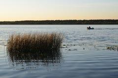 Заход солнца на реке Волге, зоне Yaroslavl Стоковые Фото