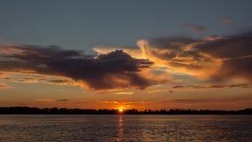 Заход солнца на реке видеоматериал