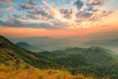 Заход солнца на саммите холма Tulay, провинции Tak, Таиланда Стоковая Фотография RF