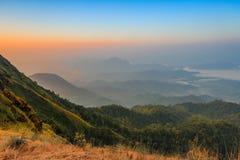 Заход солнца на саммите холма Tulay, провинции Tak, Таиланда Стоковые Фотографии RF